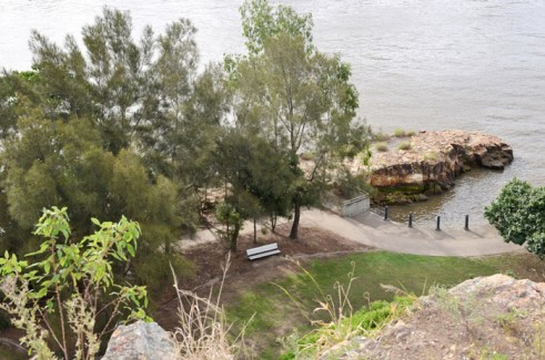 Rocky outcrop in Brisbane River